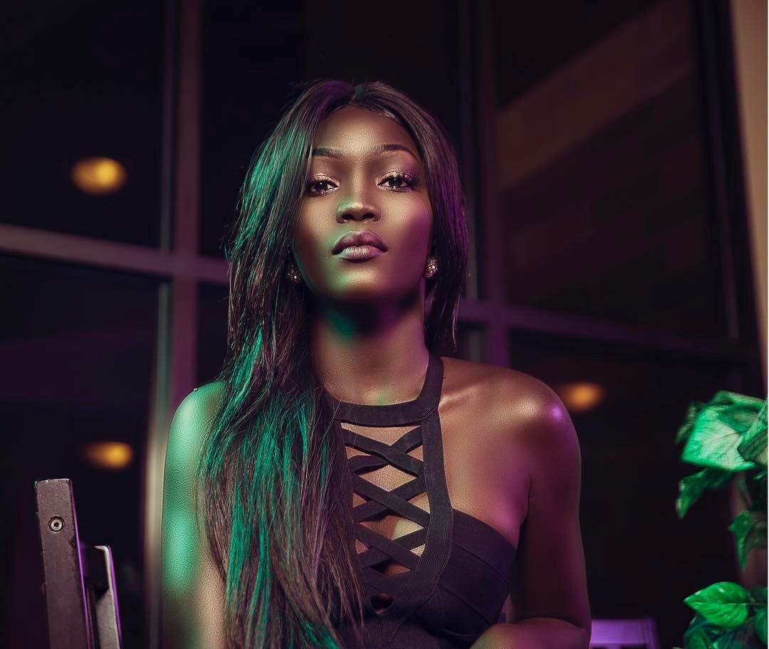 Nyakim Gatwech обладает, пожалуй, самым необычным цветом кожи в мире, за что ее прозвали «Королева тьмы».