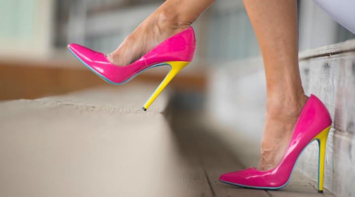 Чтобы носить каблуки весь день и без боли в ногах — есть один замечательный трюк!