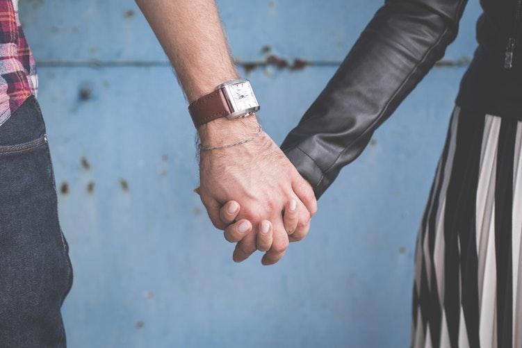 Несколько причин, по которым мужчина может не уходить от жены к любовнице