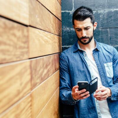 Почему идеальные мужчины сидят в приложениях для знакомств