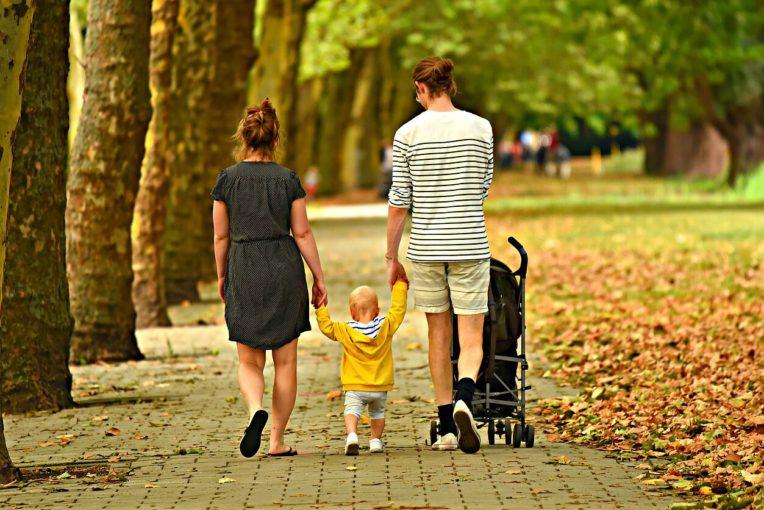 Почему дефицит родительской любви и внимания опасен для детей