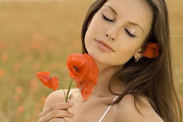 5 способов усилить свою женственность и привлекательность (и свести его с ума)