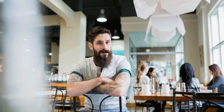 5 странных вещей, которые делает мужчина, когда борется со своими чувствами к тебе