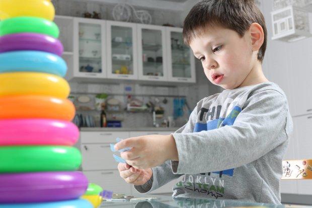 Мифы об аутизме: мы все ошибались, считая аутизм болезнью, а ребенка ненормальным