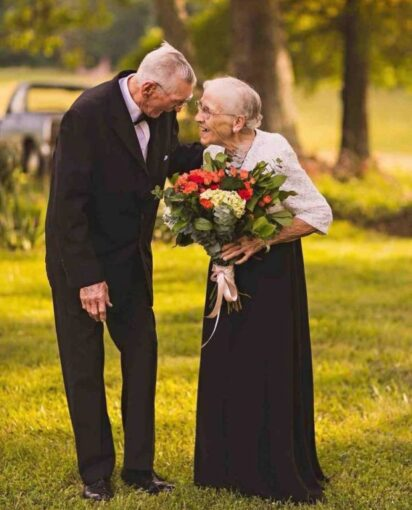 Возраст не помеха: фото, которые заставят поверить в любовь
