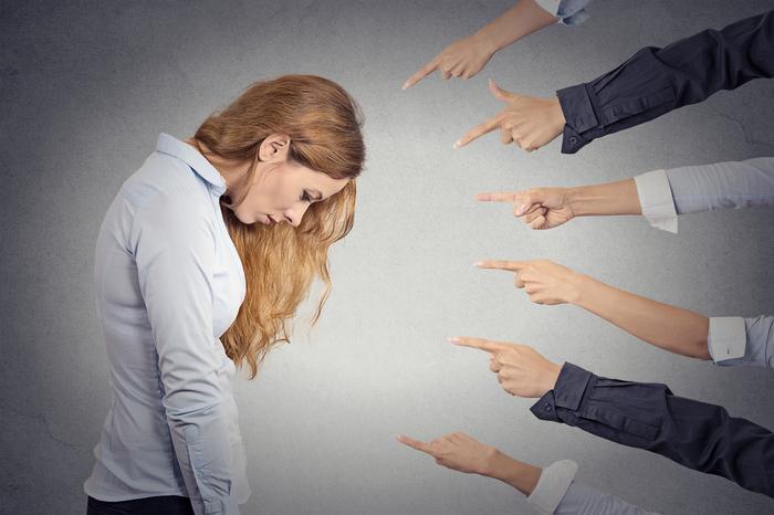 Почему осуждая других, вы делаете хуже себе? Как связано осуждение и собственная самооценка?