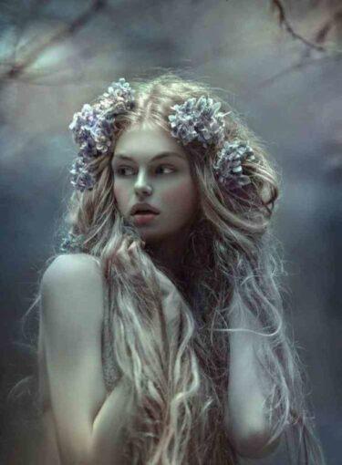Странные привычки женщин по знакам Зодиака