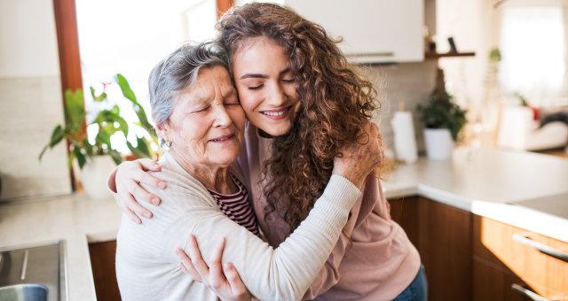 Как общаться с пожилыми родителями: 10 золотых правил