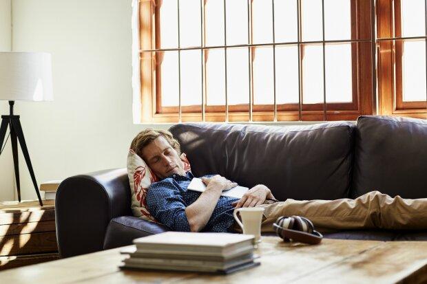 Длительный сон приводит к инсульту: ученые рассказали, сколько можно безопасно спать