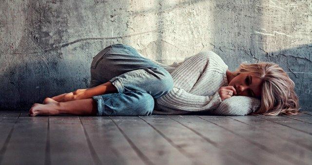 Скрытая депрессия, о которой никто не подозревает: 18 неочевидных признаков