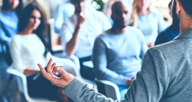 Мифы об эффективности психологических тренингов: почему обещания тренеров — ложь?