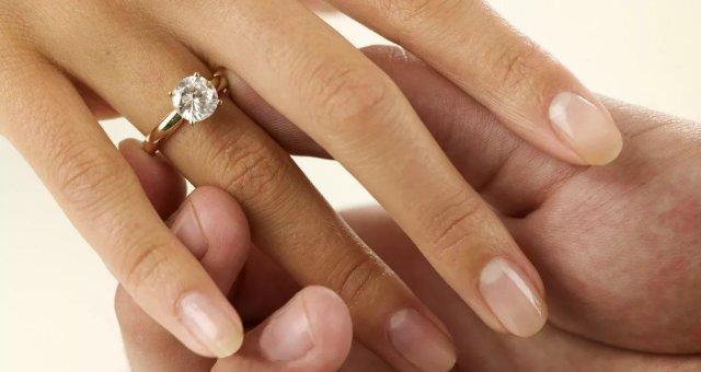 Мнение психолога: как инстинкты и гормоны «заставляют» женщину строить семью