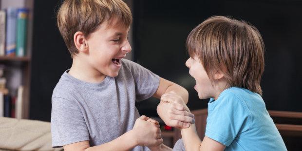 «У нас в классе драчун»: как помочь своему ребенку, если его обижает одноклассник?