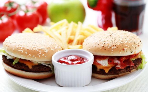 Не могу отказать себе в еде: почему вкусная и калорийная пища вызывает зависимость