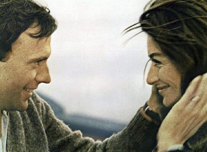 Почему с одной женщиной мужчина ведет себя безобразно, а с другой сдувает пылинки