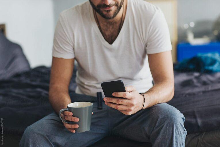 Что мужчины тайно ищут, когда листают профили женщин на сайтах знакомств