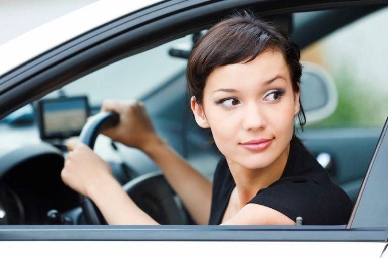 Женское вождение автомобиля видео