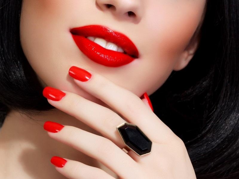 Что значит цвет вашего лака на ногтях! Никогда бы не догадалась.