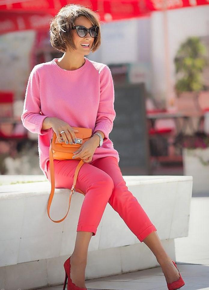Хит лета 2019 —яркие цветные брюки. Вот с чем их нужно носить…