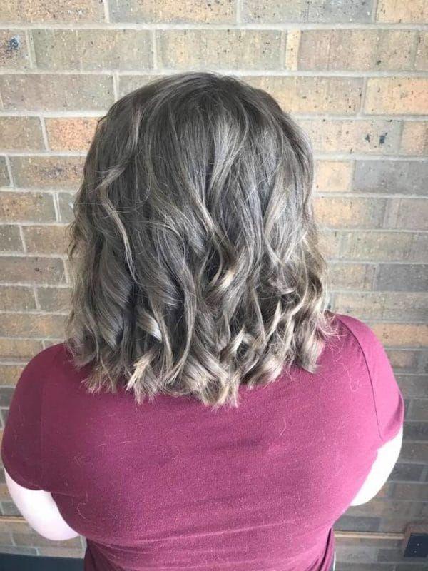 Девушка обратилась к парикмахеру, только взгляните на это преображение!