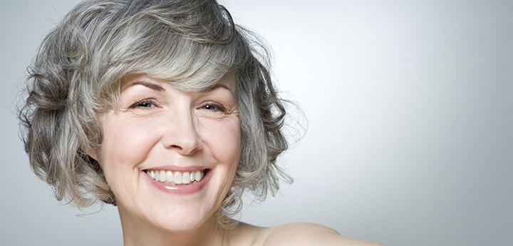 Выдать возраст женщины могут только эти семь признаков. Узнай, как правильно с ними бороться.