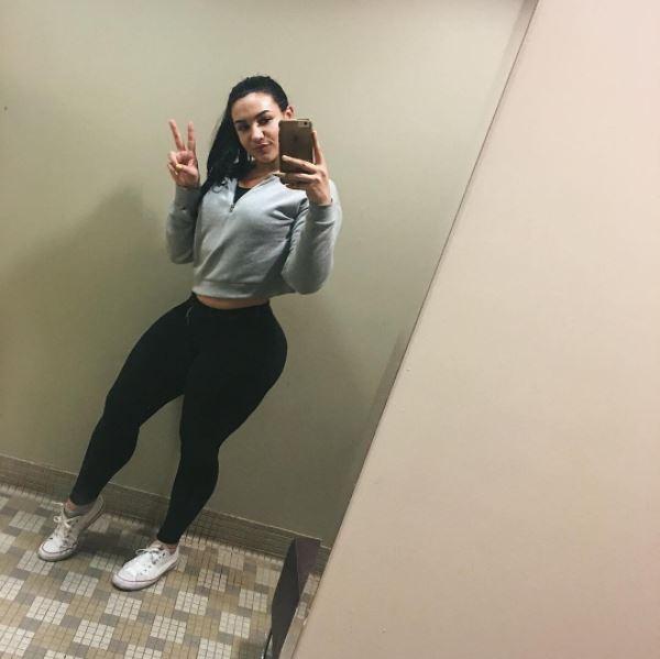 Эта 20-летняя девушка сводит мужчин с ума! Когда вы увидите ее в полный рост, вы поймете, почему